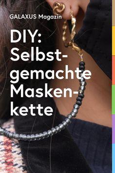 Mit dieser Anleitung fertigst du im Nu deine eigene stylische Maskenkette an. Dank der Kette kannst du deinen Mundschutz bequem um den Hals baumeln lassen, wenn du die Maske gerade nicht benötigst. Textiles, Diy, Crowns, Protective Mask, Leather Cord, Random Stuff, Masks, Bricolage, Do It Yourself