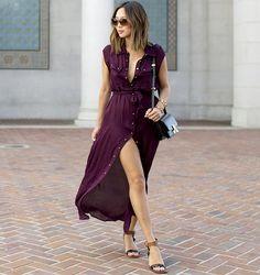 Audacieusement déboutonnée, la robe chemise gagne en sensualité (blog Song of Style)