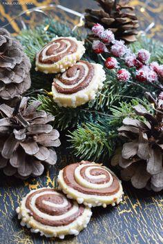 lebkuchenschnecken, lebkuche, schnecken, zimt, zucker, lecker, einfach, rezept, backen, weihnachten, advent, christmas, cookies, hagelzucker, kindheit, erinnerung, christmascookies, weihnachtskekse, einfach, schnell, simpel, tannenzweige, tannenzapfen, thermomix, lichterkette, foodblog, blog,