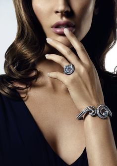 The De Beers Phenomena Crest Bracelet and Ring explores the miraculous wonder of a cresting wave.