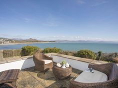 Ty Coch - On the seafront in Criccieth, Llyn Peninsula. Holiday Cottages Wales, 9 Hole Golf Course, Stay Down, Outdoor Seating, Outdoor Decor, Snowdonia National Park, Travel Cot, Pubs And Restaurants, Seaside Towns