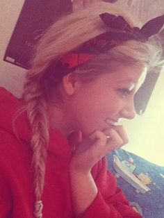 <3 Thats my lazy hair  day= hoodie, headband and fishtail <3