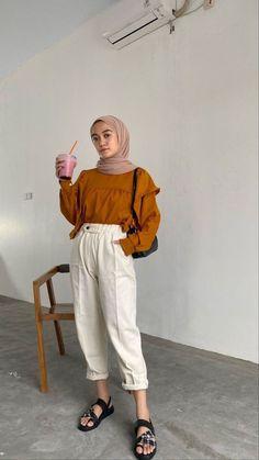 Modern Hijab Fashion, Street Hijab Fashion, Hijab Fashion Inspiration, Muslim Fashion, Casual Hijab Outfit, Ootd Hijab, Casual Outfits, Fashion Outfits, Style Hijab Simple