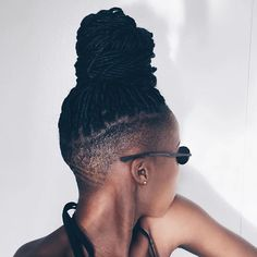 What are the box braids? We braid hair since the dawn of time, so we found traces of braided hairstyles dating back to Prehistory! Shaved Side Hairstyles, Dreadlock Hairstyles, Braided Hairstyles, Big Chop, Protective Styles, Box Braids Shaved Sides, Tapered Natural Hair, Undercut Natural Hair, Curly Hair Styles
