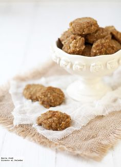 Receta de galletas de avena y manzana sin huevo, azúcar y lácteos. Fotografías con el paso a paso del proceso de elaboración. Sugerencia de pre...