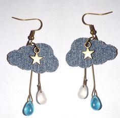boucle d'oreille nuage , en jean denim , avec breloque étoile bronze , goutte de pluie en verre bleu et transparence opaque