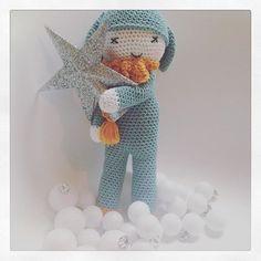 ⭐️IS IT CHRISTMAS YET?⭐️Fijne donderdag, doe het rustig aan en geniet! Xxx #haken #haekle #doll #amigurumi #tournicote #beesandappletrees #crochettersofinstagram #christmas #isitchristmasyet