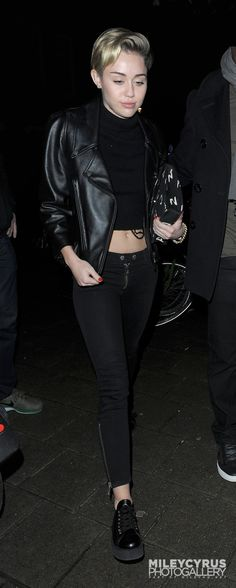 g Miley Cyrus Outfit, Miley Cyrus Style, Style Watch, Fashion Watches, Mj, Punk, Street Style, Outfits, Shopping