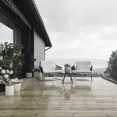 Working on the new terrasse in the pouring rain... #stylizimohouseoutdoors
