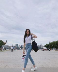 Korean Girl Fashion, Korean Fashion Trends, Ulzzang Fashion, Korean Street Fashion, Kpop Fashion Outfits, Girls Fashion Clothes, Girl Outfits, Fashion Games, Korean Casual Outfits