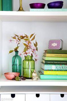 Näin sisustat kukkaoksilla   Kotivinkki Beautiful Flower Arrangements, Beautiful Flowers, Planting Flowers, Cottage, Vase, Allotment, Plants, Anna, Club