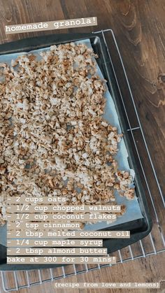 This easy homemade granola recipe is the perfect breakfast or snack! Made with oats, nuts, dried fruit, and maple syrup, it's healthy and delicious. Good Healthy Recipes, Healthy Snacks, Vegan Recipes, Snack Recipes, Healthy Eating, Aesthetic Food, Food Cravings, Granola, Breakfast Recipes