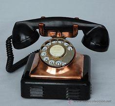 Teléfono de cobre  y  baquelita años 40. Muy decorativo