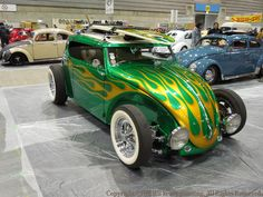 I don't consider myself a VW Bug fan but this custom VW with the flat top, open wheels and flames is HOT! Volkswagen, Vw Rat Rod, Motorcycle Paint Jobs, Vw Classic, Vw Beetles, Beetle Bug, Us Cars, Car Manufacturers, Custom Cars