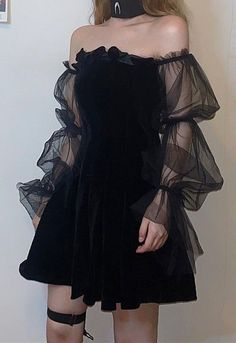Pleated gothic dress with mesh sleeves fashion alternative nugoth goth dresses Tumblr Outfits, Edgy Outfits, Grunge Outfits, Cool Outfits, Gothic Outfits, Alternative Outfits, Alternative Fashion, Pastell Goth Outfits, Pretty Dresses