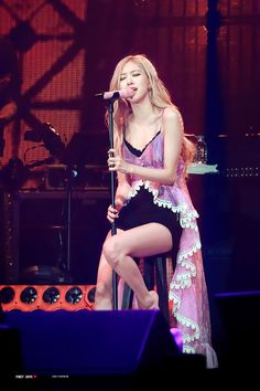Your source of news on YG's biggest girl group, BLACKPINK! Please do not edit or remove the logo of any fantakens posted here. South Korean Girls, Korean Girl Groups, Lady Gaga, Coachella, Rose Queen, Rose Park, 1 Rose, Black Pink Kpop, Jennie Lisa