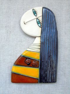 If you are looking for a cheap and creative way to add color and life into your interior, then look no further than ceramic plates. Rather than turning to expensive art pieces and portraits, you ca… Ceramic Wall Art, Ceramic Pendant, Tile Art, Fimo Clay, Polymer Clay Jewelry, Slab Pottery, Pottery Art, Pottery Handbuilding, Mini Canvas Art