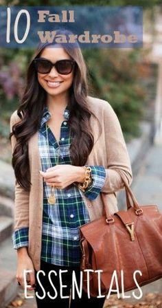 10 Fall Wardrobe Essentials ~ Tipsaholic.com #fallfashion #autumn #clothingessentials