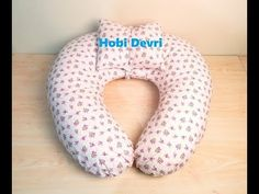 DIY, Nursing Pillow, Emzirme Yastığı Yapılışı - YouTube Breastfeeding Pillow, Sleeves Designs For Dresses, Neck Pillow Travel, Baby Sewing Projects, Diy Handbag, Nursing Pillow, Baby Pillows, Nursery Design, Baby Sweaters