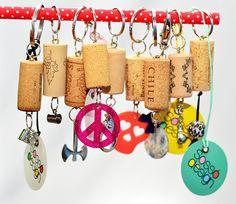 Chaveiros com rolha de vinho, muuuitos modelos! #chaveiro #vinho #rolha #artesanato #design #presente