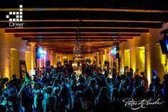 La fiesta en pleno apogeo y la iluminación lo hace todo