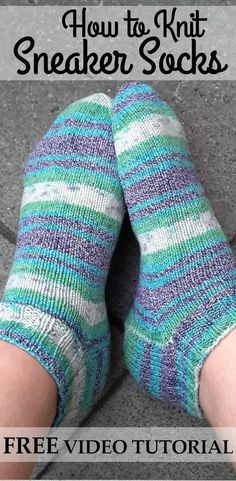 FREE Video Series about How to Knit Quick and Easy Sneaker Socks for Beginners. … FREE Video Series about How to Knit Quick and Easy Sneaker Socks for Beginners. Perfect for Summer Socks! Vogue Knitting, Loom Knitting, Knitting Stitches, Knitting Socks, Knitting Machine, Knitted Socks Free Pattern, Knitting Patterns Free, Knitting Tutorials, Free Knitting