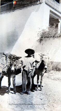 Vendedor de Ladrillos Taxco Guerrero en 1947. Cortesía: www.MexicoEnFotos.com (Mexico)