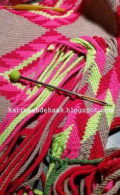 Karin aan de haak: Mochila Medaille Mochila Crochet, Crochet Tote, Crochet Handbags, Diy Crochet, Macrame Patterns, Loom Patterns, Crochet Patterns, Finger Weaving, Chevron Friendship Bracelets