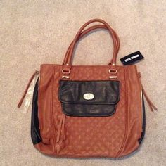 NEW Steve Madden purse Steve Madden Large very cute purse.. Brand new with the tags. A brown and black color. In excellent condition never been used. An Questions just ask? Steve Madden Bags Shoulder Bags