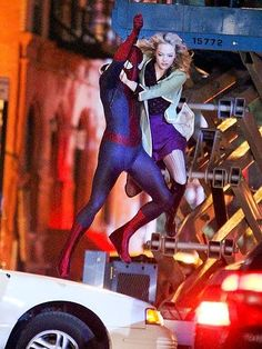 Things are looking up – waaay up – for Andrew Garfield and Emma Stone, who prepare to soar while filming scenes for The Amazing Spider-Man 2 in N.Y.C. http://www.people.com/people/gallery/0,,20705786,00.html#21341223