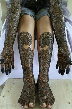 <b>These traditional Indian mehndi tattoos are only temporary, but you