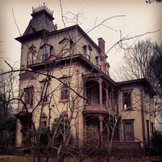 Good old fashioned haunted house chic