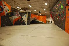 Stone Gardens Bellevue features a state-of-the-art indoor climbing gym and bouldering walls at the Crossroads Shopping Center in Bellevue Washington. Rock Climbing Training, Rock Climbing Gear, Climbing Wall, Ice Climbing, Indoor Bouldering, Indoor Climbing Gym, Bouldering Wall, Base Jumping, Bungee Jumping