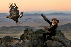 The eagle huntress of Mongolia Most children, Asher Svidensky says, are a little intimidated by golden eagles. Kazakh boys in western Mongolia start learning how to use the huge birds to. Mongolia, Eagle Hunting, Hunting Girls, National Geographic, Films Récents, Girl Train, Flora Und Fauna, Golden Eagle, We Are The World