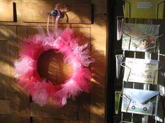 Whiteley Creek Homestead Bed and Breakfast Brainerd Minnesota: valentine's day tulle wreath Diy Yarn Wreath, Burlap Wreath Tutorial, Pink Wreath, Tulle Wreath, Burlap Wreaths, Tulle Tutu, Pink Tulle, Door Wreaths, Christmas Mesh Wreaths