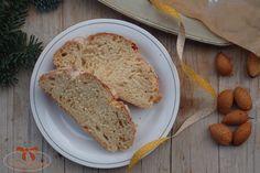 Kvásková vianočka s mandľovými lupienkami - Sisters Bakery Bakery, Sisters, Bread, Food, Bread Store, Breads, Baking, Meals, Bakery Business