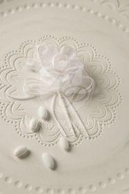 Μένη Ρογκότη - Μπομπονιέρα γάμου υφασμάτινο λουλούδι λευκό Floral, Flowers, Jewelry, Florals, Jewlery, Jewels, Jewerly, Jewelery, Royal Icing Flowers