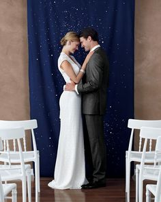 Starry Ceremony Backdrop To craft a ceremony marker that's out of this world, lay a dark blue length of cloth on a protected surface, and, like you're wielding a marker, (dis)color on dots with a Clorox gel bleach pen. Wedding Backdrop Design, Diy Backdrop, Ceremony Backdrop, Backdrops, Backdrop Photobooth, Fabric Backdrop, Star Wedding, Blue Wedding, Diy Wedding