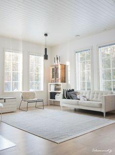 Artek valaisin Decor, Living Room, House, Interior, Home, Windows, Interior Design, Scandinavian Interior, Contemporary Rug