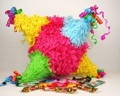 Aquí te voy a dar varias ideas para hacer una piñata, son cosas sencillas. Realmente para hacer una piñata elaborada, se debe de tener el gusto por hacerla, lleva tiempo y materiales; no por nada cuestan lo que cuestan.