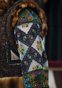 Traditional Romanian costume 41 Affordable Casual Style Ideas To Wear Asap – Traditional Romanian costume Source Folk Costume, Costumes, Folk Embroidery, Learn Embroidery, Embroidery Patterns, Ethnic Fashion, Folk Fashion, Sandro, Beautiful Patterns