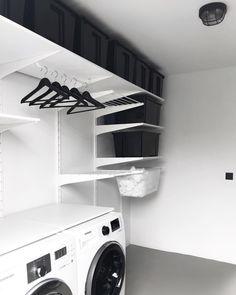 Mag ons nieuwe washok een plekje op mijn feed, best een strakke toch?! Hoe blij kun je zijn met een washok ;) Toen we het huis kochten had…