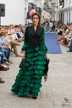 flamencuraweb.com | Vejer Flamenco 2016: Rocío Olmedo Flamenco Costume, Flamenco Dancers, Spanish Dancer, High Fashion Looks, Spanish Fashion, Daily Dress, Couture Dresses, Grunge Fashion, Everyday Fashion