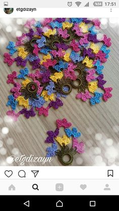 Gia Carangi, Maquillaje Halloween Tutorial, Piercings, Crochet Flowers, Knitting Projects, Elsa, Crochet Necklace, Jewels, Create