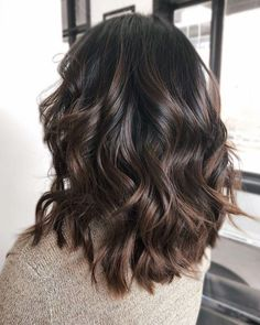 Natural brown hair shades – megan b – hairtrends Brown Hair Balayage, Brown Hair With Highlights, Hair Color Balayage, Dark Hair With Lowlights, Subtle Balayage Brunette, Chocolate Highlights, Natural Brown Hair, Light Brown Hair, Brunette Low Lights