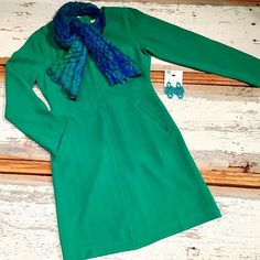 Emerald green a-line dress with pockets! Add a scarf for a conservative daytime affair; sparkles and heels for an after hours party! 👗#newarrivals #fitandflare #dress #pockets #pretty #emerald #fall #holiday #fashion #dresstoimpress #shopsmall #supportlocal #fairfaxcorner #mosaicdistrict #fashionista