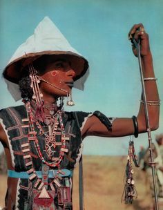 """A young Wodaabe man from Niger, participating in the Yaake dance during the Gerewol festival. From the publication """"Nomades du soleil"""" by H Brandt. Light Of The World, We Are The World, Lausanne, Desert Sahara, Gypsy, African Traditions, Beauty Around The World, African Tribes, My Heritage"""