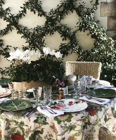 "1,469 Me gusta, 25 comentarios - Melissa Penfold (@melissa_penfold) en Instagram: ""Our Mother's Day table setting in the garden today. Napkins, tablecloths, plates and glasses are…"""