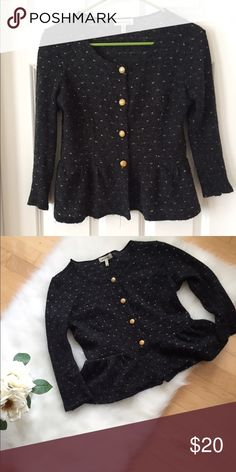 Grey top sweater size M NWOT Grey and gold cropped sweater size M. Never wore this but it's super cute! Sweaters