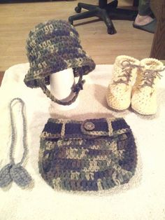 Handmade Newborn to 3 months Crocheted baby Army photo prop outfit by on Etsy Learn To Crochet, Crochet For Kids, Crochet Ideas, Crochet Projects, Crochet Hats, Newborn Pictures, Baby Photos, Loom Knitting, Baby Knitting